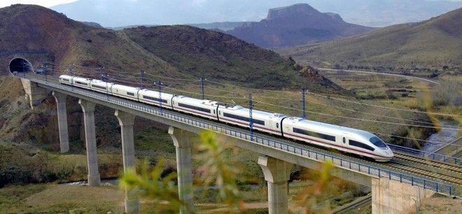 Los trenes de alta velocidad Alicante-Madrid superan el millón de viajeros