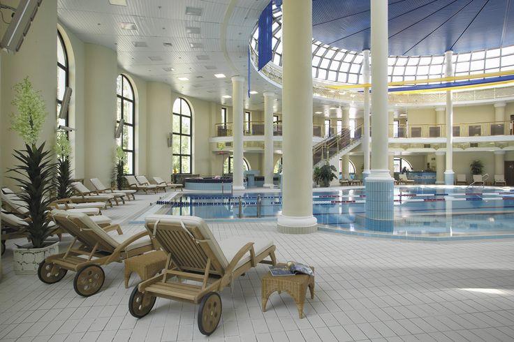 «Империал Парк Отель & SPA» расположен в 24 километрах к юго-западу от Москвы между Калужским и Киевским шоссе, на территории Новой Москвы. Общая площадь комплекса составляет 55 гектаров.