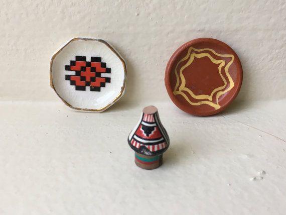 "Dollhouse Miniature Southwestern Decorative Plates. 1"" Scale  (JSJ)"