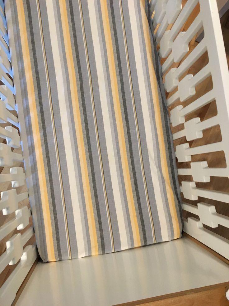 Drap housse unique pour bassinette/Drap-housse fait à la main pour lit de bébé/Drap contour pour berceau/Baby crib sheets/Handcraft nursery par ALACOEURFONTAIME sur Etsy https://www.etsy.com/ca-fr/listing/487179397/drap-housse-unique-pour-bassinettedrap