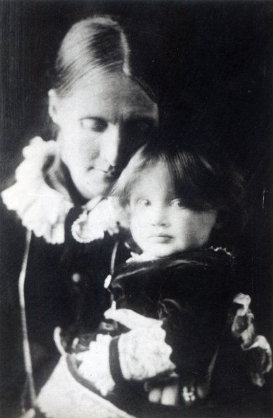 Virginia Woolf, with her mother Julia, 1884 - Data: Julia Prinsep Stephen (1846-95) married Sir Leslie Stephen; Virginia Woolf (1882-1941) age 2© Bridgeman Art Library / Private Collection. S)  *****Not sure who took the photo.......