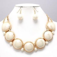 CREAM CHUNKY BIG FAUX PEARL & GOLD ELEGANT COSTUME JEWELRY NECKLACE EARRING SET.  Do you like this Mercy, Mel, and Karyn?