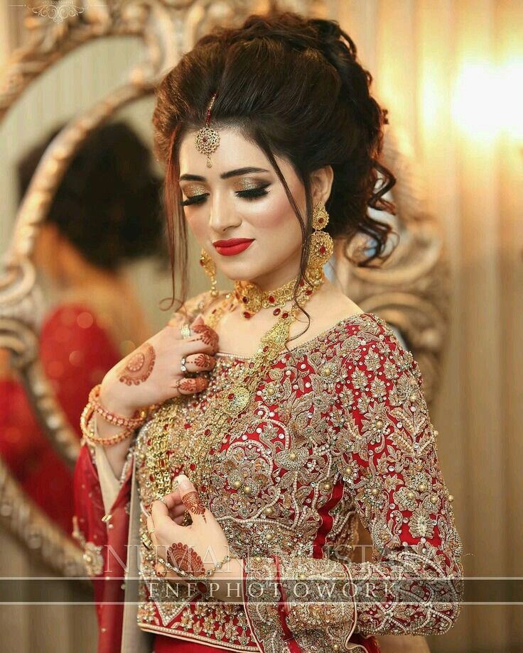 Pin By Syed Mehdi Naqvi On Pakistani Bridals In 2020 Pakistani Bridal Hairstyles Beautiful Bridal Makeup Bridal Hair Buns