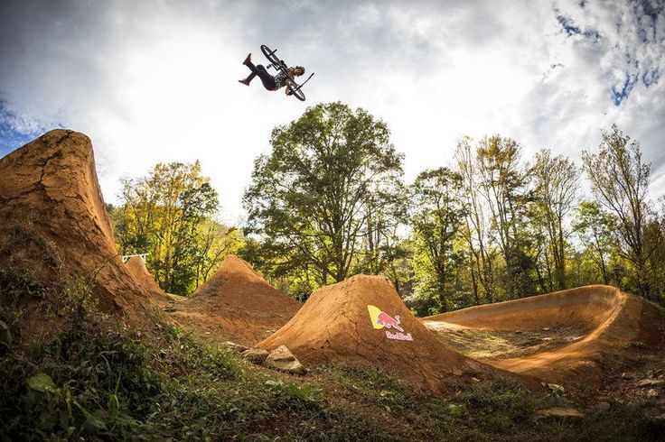 VIDEO  Huge BMX Dirt Jumping Contest – Red Bull Dreamline 2014