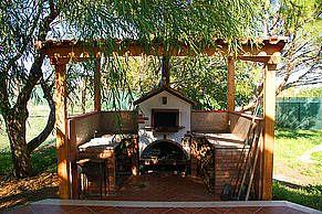 ... Grill und Pizzaofen im Garten der Villa zu! - http://www.sicilia