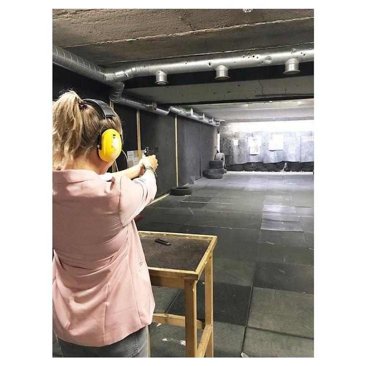To do in Riga: schieten in een shooting range! #riga #liferiga #shooting #walters #srprsme #citytrip #nevernottraveling #travelgirl