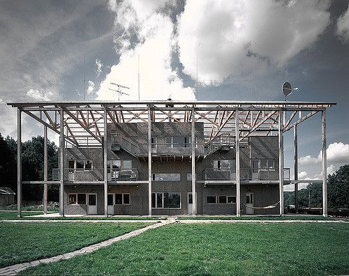 Suburban house in Tarusa, outside Moscow. Architect: Alexander Brodsky Construction date: 2006
