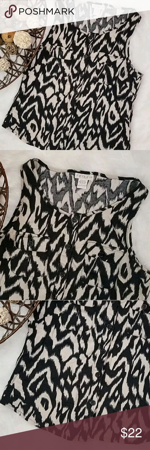 Tweeds animal print sleeveless button front top Tweeds sleeveless, button front, animal print women's top. In good condition. Material: 55% linen, 45% rayon RN: 88820 Made in China  SIZE: Large Measurements: Armpit to armpit: 19 inches Length: 24 inches Tweeds Tops