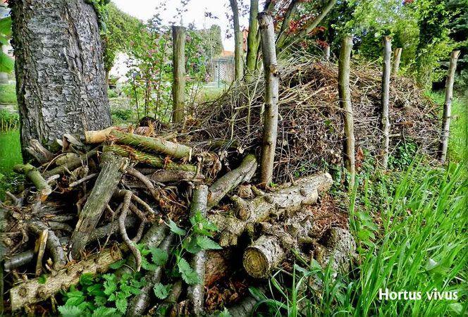Totholz Totholzzaun Totholz Naturgarten Deadwood Wildlife Garden Naturgarten Naturzaun Garten