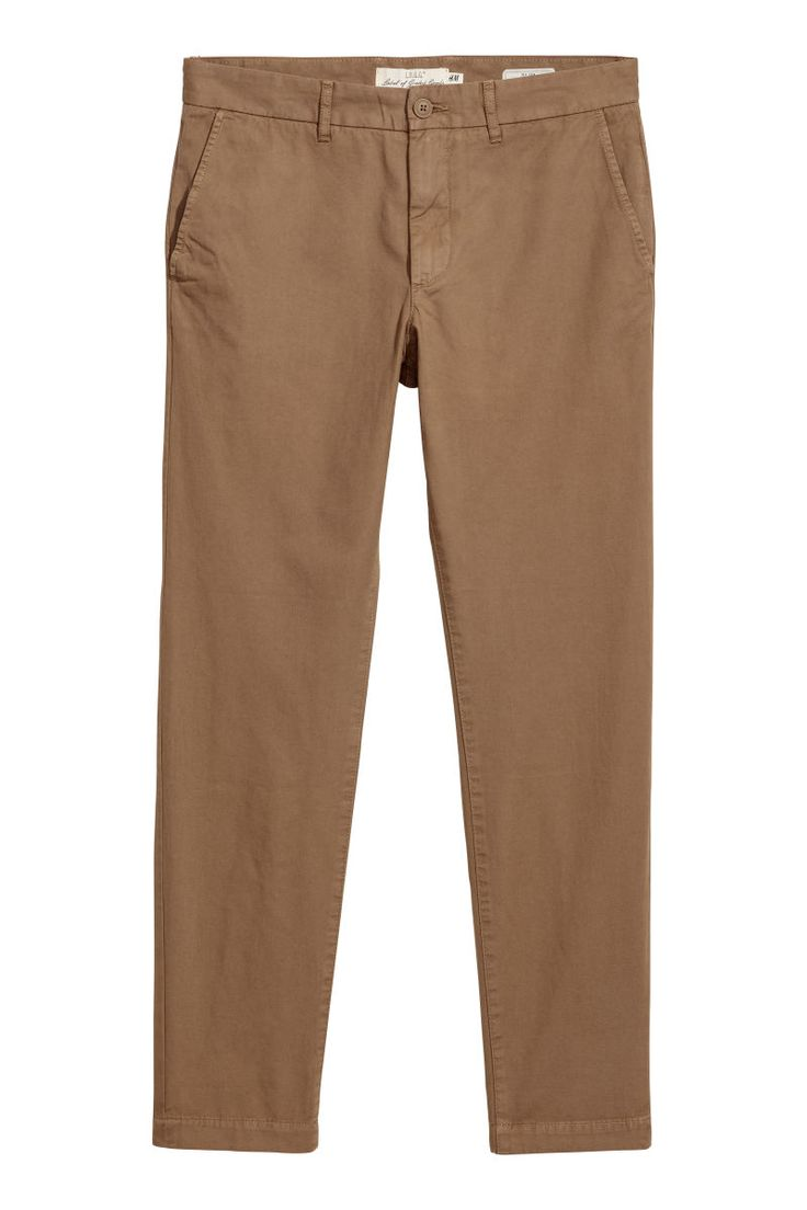Light brown. Chinos in soft, washed cotton twill with a zip fly, side pockets and welt back pockets. Slim fit which is relaxed over the thighs and tapers