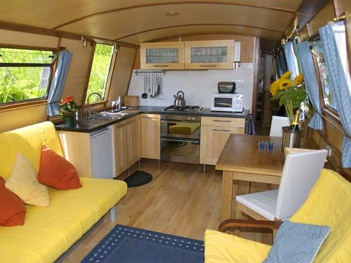 Luxury Canal Boat Medusa galley