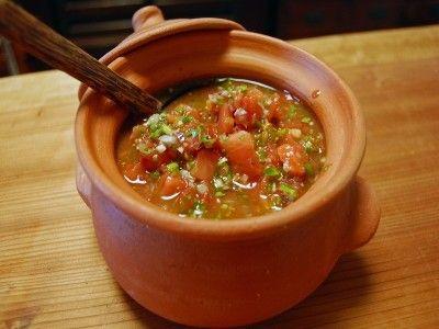 メキシコの万能ソース! サルサ・メヒカーナ トマト中2個 紫たまねぎ1/4個(新玉ねぎでも) 青唐辛子1本 香菜大さじ1~2 ピーマン1個 ニンニク1片 ライム果汁大さじ1 塩少々