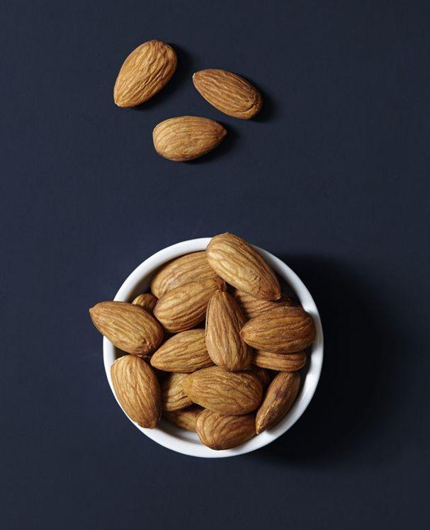 AMANDE - riche en anti-oxydants et en fibres, aide à stabiliser le taux de glycémie (3 ou 4/jour, car calorique)