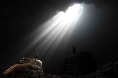 PERGIPEDIA  - Menikmati Fenomena Cahaya Dari Langit Di Goa Jomblang Gunung Kidul . Gunung Kidul  ...