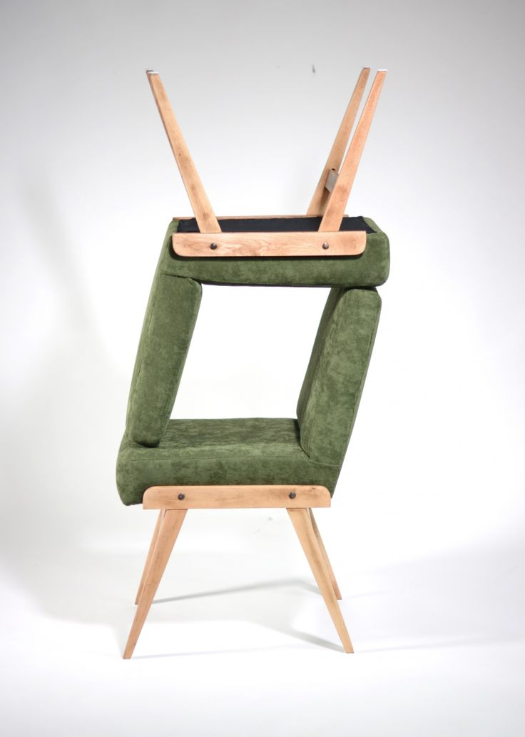 Krzesło tapicerowane vintage projektu prof. Józefa Chierowskiego.Krzesło wykonane jest z naturalnego bukowego drewna,…