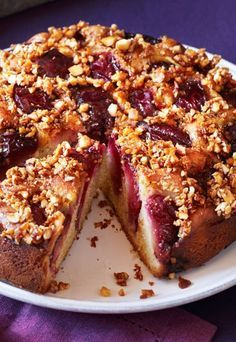 Der BESTE Pflaumenkuchen der Welt! Mit frischen Zwetschgen und Zimt-Streuseln - so schmeckt der Herbst richtig lecker! http://www.gofeminin.de/kochen-backen/pflaumen-rezepte-d53843c615683.html
