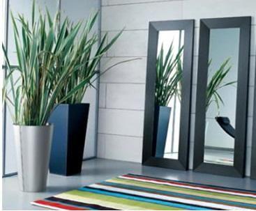 Cómo orientar los espejos según el Feng Shui. El arte del Feng Shui cada día es más utilizado a la hora de decorar el hogar. Las camas, los muebles, las plantas... todo tiene una orientación ideal para que las buenas energías y la calma llenen tu...