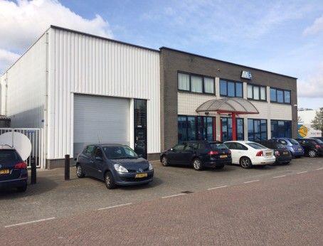 Te huur: Representatieve bedrijfsruimte van 115 m² met circa 94 m² kantoorruimte en parkeergelegenheid op eigen terrein gelegen aan de Glasblazerstraat 19 te Ridderkerk. Meer weten? Bel 085-4013999.  http://www.huurbieding.nl/huur/bedrijfsruimte/1-01179/ridderkerk/glasblazerstraat-19.html  #bedrijfsruimte #kantoorruimte #tehuur #ridderkerk #ijsselmonde #zuidholland #opslag #transport #bieden #huurprijs #vastgoed #mkb #nederland #ondernemer #business #gezocht #huurders #huren.