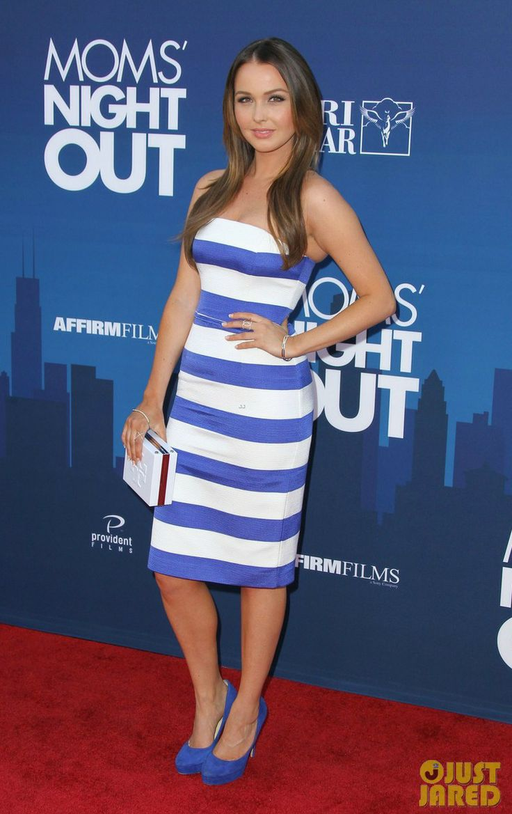 CAMILLA LUDINGTON wears a Camilla and Marc dress, a Tory Burch clutch and JIMMY CHOO pumps at the premiere of 'Mom's night out' in Hollywood.