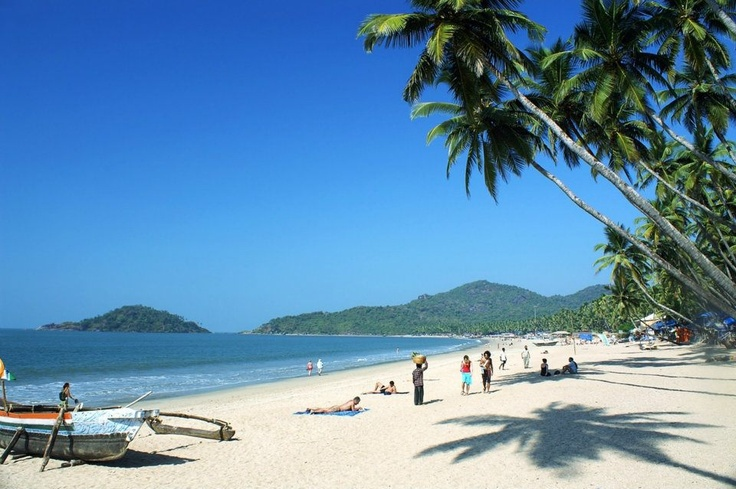 Situated in south Goa. Here you get a chance to try your hands on some exciting water activities like boat cruises, diving and bike tours. Scenic rocks and islands off its shores make this beach a traveler's paradise.