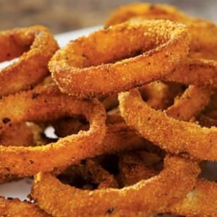Onion Rings: crunchy onion rings from the EatingWell Test Kitchen. Try any seasoning blend that you have on hand to add flavor to the breading or substitute 1 teaspoon salt instead. Seasoned whole-wheat breadcrumbs are available in some supermarkets and natural-foods stores. If you can find them, try them in place of the plain breadcrumbs and seasoning blend.Food Cravings, Onion Rings, Healthier Recipe, Baking Onions Rings, Football Parties Snacks, Healthy Recipe, Fast Food, Healthy Junk Food, Snacks Recipe