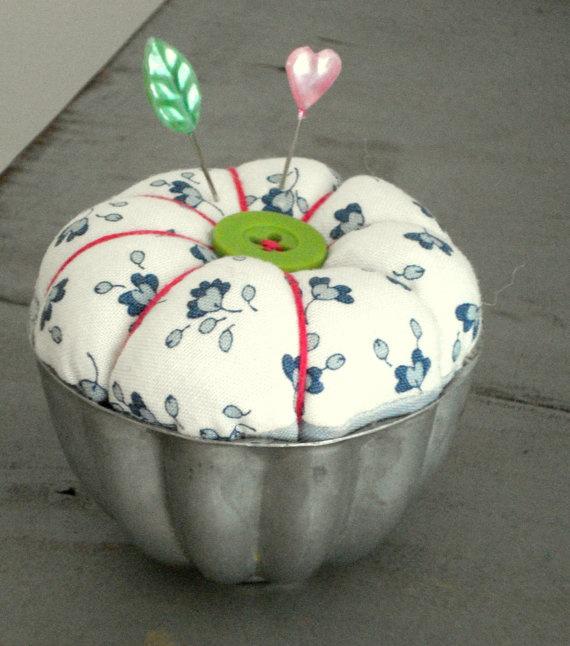 Mini Pincushion Tart by maggiejanesvintage on Etsy, $10.00