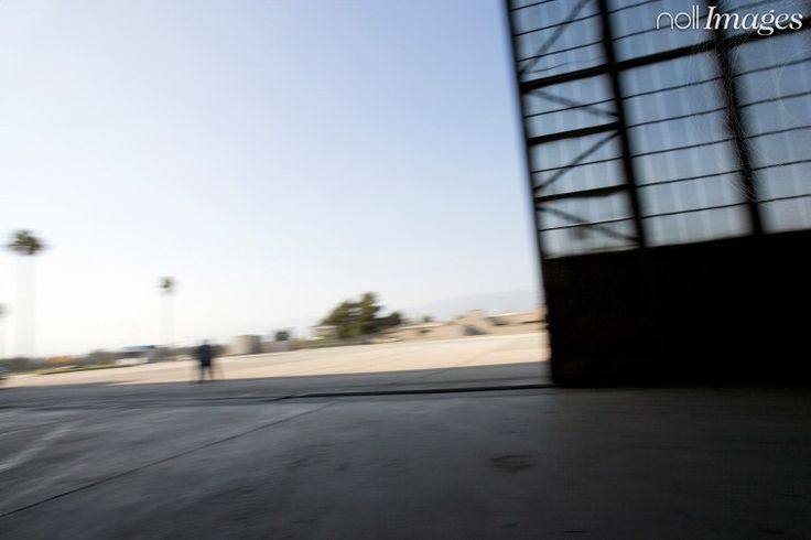 Nollimages - Erik Grönlund - hangar, garage, flyg, flygplats, skutdörr, öppna