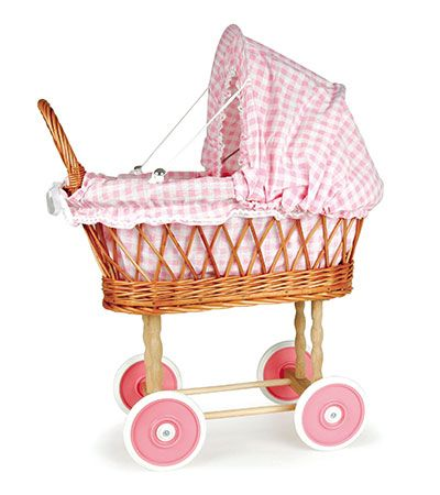 Carrito de paseo para muñecas Vichy rosa. Este cochecito de mimbre invita a la ternura y dulzura..