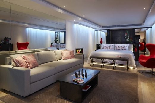 Spacious: The room was spacious and well-decorated, around 100 meters square; probably one of the biggest in the area. (...