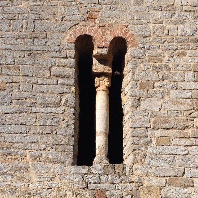 #Bifora con #protomi sul capitello. Tra #pievi e #castelli #vadoevedo