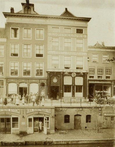 Koninklijke Utrechtsche Fabriek van Zilverwerken C.J. Begeer, Oudegracht Tolsteegzijde 17 (=nr. 187), 1895-1905