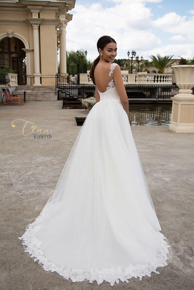 Wedding dress Carolina by Tina Valerdi