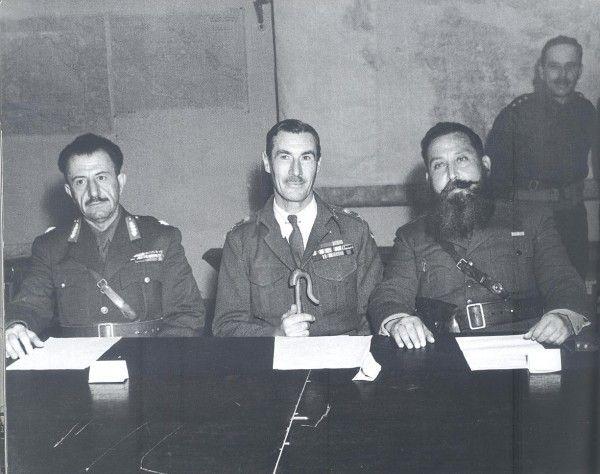 Ο Βρετανός στρατηγός Σκόμπι με τους Στέφανο Σαράφη (ΕΛΑΣ) και Ναπολέοντα Ζέρβα (ΕΔΕΣ), Ελλάδα 1944 Dmitri Kessel