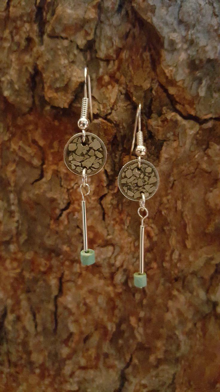 Aros de plata, pirita y turquesa tibetana. Joyas hecha a mano. www.facebook.com/DeDiosas