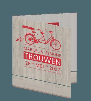 Hippe trouwkaart hout met tandem fiets in rood. #trouwkaarten #huwelijkskaarten #bruiloft