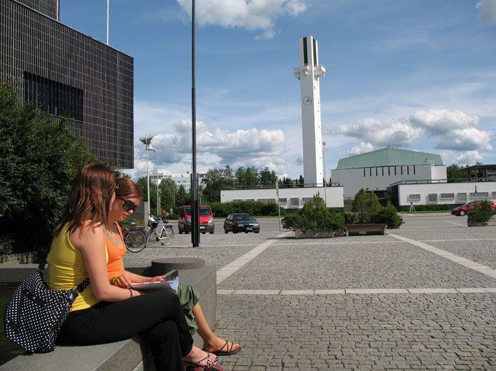 Aalto-keskus_ja_opiskelijat_3.jpg (709×531)