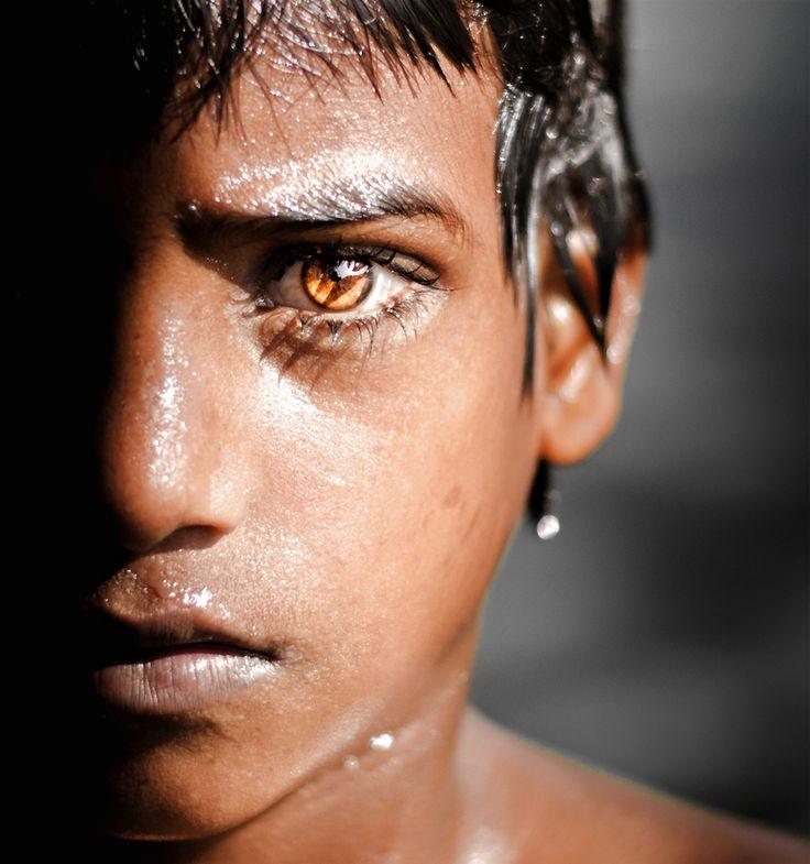 India, ojos amarillos claros