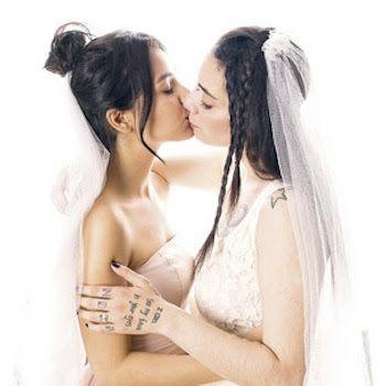 Jimena y Shaza, de escapar de la homofobia a portada de Interviú. Las dos jóvenes que lograron huir de Dubái amenazadas por su relación hablan en la revista de la odisea a la que fueron sometidas, su activismo y sus planes de boda. P. F. | El Español, 2017-05-30 http://www.elespanol.com/social/20170530/219978082_0.html