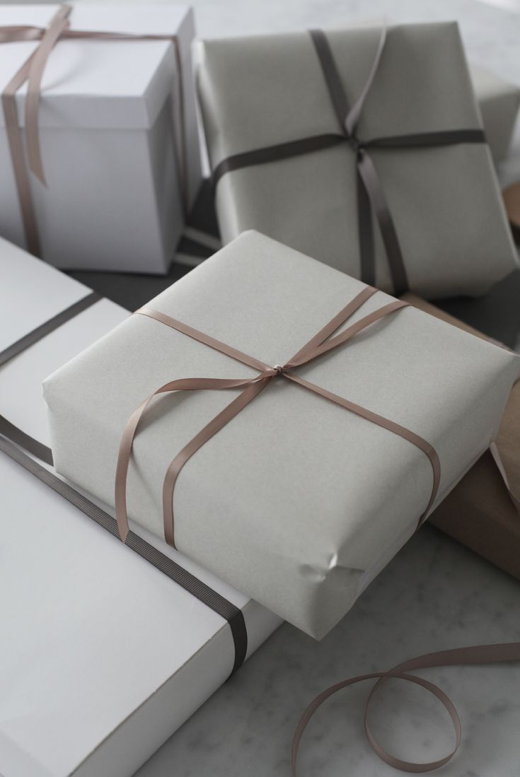 GIFT WRAPPING IN POWDERY HUES