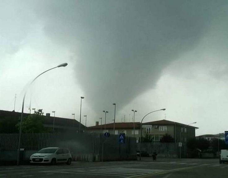 TORNADO: Cosa fare, cosa non fare se siete a casa o all'aperto Se pensate che i tornado italiani siano figli minori di quelli americani vi sbagliate, le...