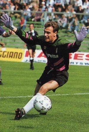 Portiere indimenticato dai tifosi, fu uno dei protagonisti della coppa Uefa del '92 e vinse la coppa Italia l'anno successivo