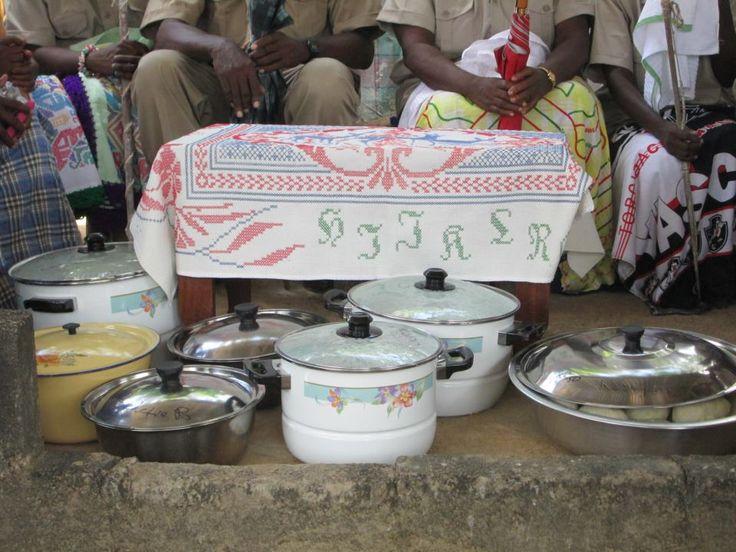 Towe njanang... serving local food!!