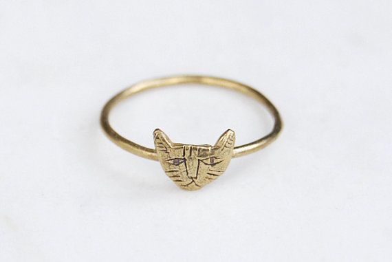 A teeny tiny cat on a slender band, perfect for stacking or wearing alone. Very dainty, but the cat is slightly stern - hes cute, but not cutesy, as he