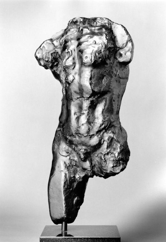 Огюст Роден. Торс шагающего человека