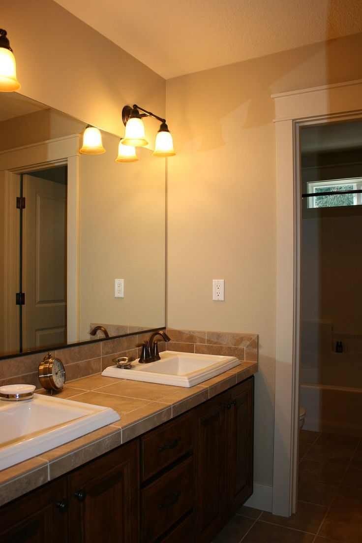 Bathroom double vanity lighting - Minimalist Bathroom Decorating Ideas With Small Dull Wall Lamp In Floating Washing Stand