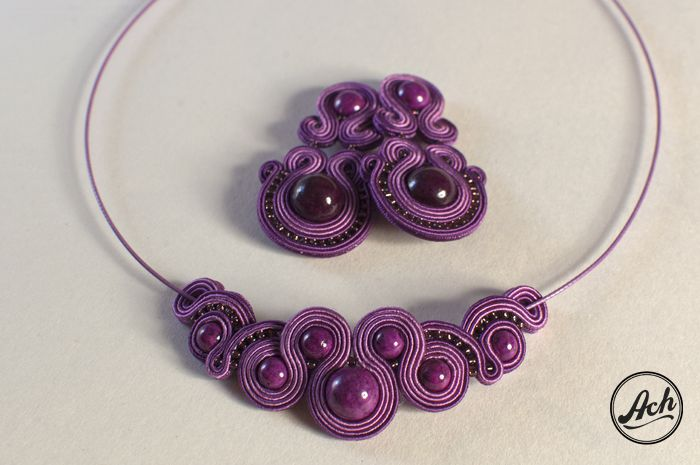 I love the way this necklace is strung on the wire......MMB