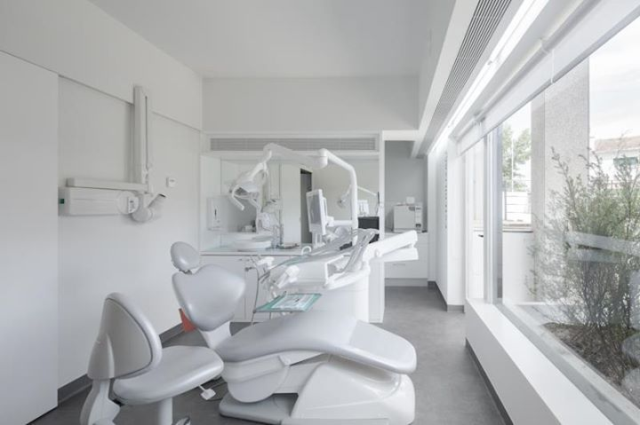 Dental Clinic / Paulo Merlini Arquitectura