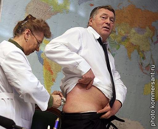 Владимир Жириновский  в своем кабинете в здании Государственной Думы  во время вакцинации против птичьего гриппа. Москва, январь 2006. Илья Питалев