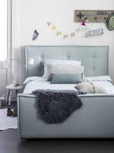 Nieuw Sun luxegestoffeerde bedden, voorzien van stiksel, capiton en biesnaat,origineel en mooi vanComing kidsbedden. De Sunis in 3 maten leverbaar90x200, 120x200 en 140x200 enis in diverse s...