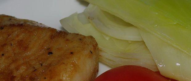 Stekt lyr med smørdampet kålfried pollack with buttersteamed cabbage and tomato